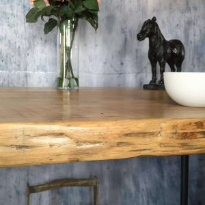 How To Build A Farm Table From Reclaimed Barn Wood - Salvaged wood farmhouse table