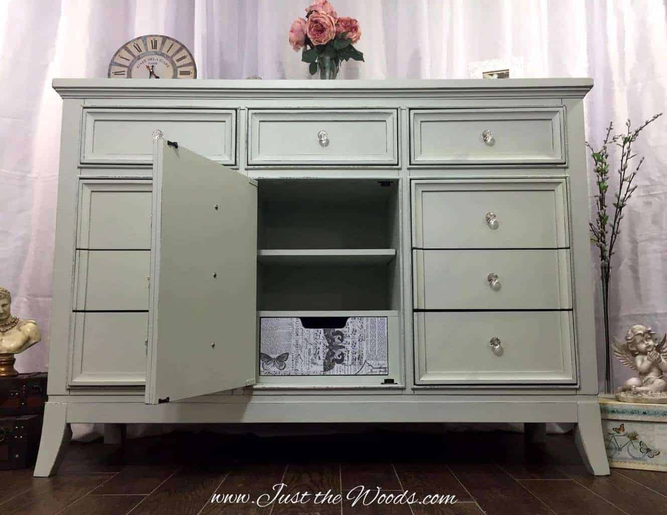 Painting furniture shabby chic - Modern To Shabby Chic Decoupaged Dresser