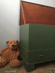 how to paint an antique trunk, custom toy box, toy box,