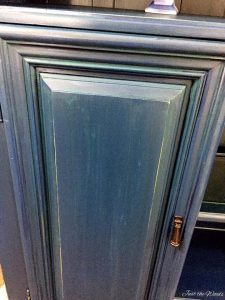 striations, highlights, chalk paint, layers, painted sideboard, vintage thomasville