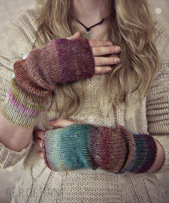 fingerless-gloves, cool gift, gift for girls, hand made gift, handmade gloves, holiday gift guide, handmade gifts