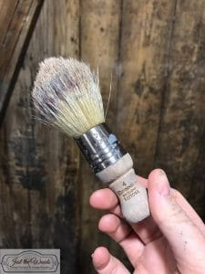 hand-brush-for-small-areas, small paintbrush, stubby brush