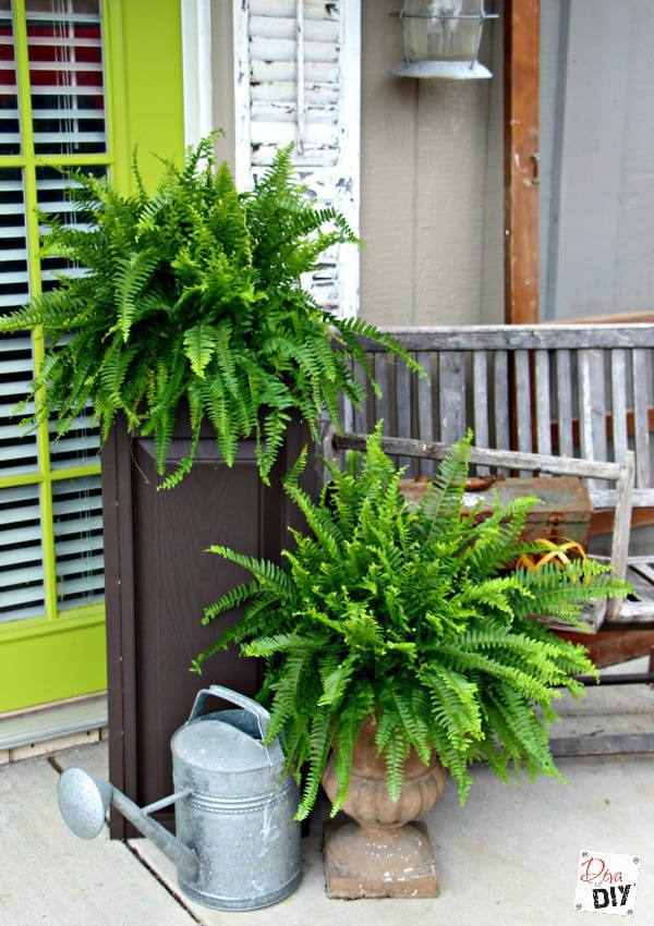 Simple backyard gardening, garden with kids, growing vegetables and raised garden beds in a small city backyard. 20 DIY outdoor planters. Outdoor planter, outside planters, outdoor plant containers, outdoor plant containers, outdoor garden pots, outdoor planter pots, outdoor plant pots, garden planters, outdoor pots and planters, decorative outdoor planters