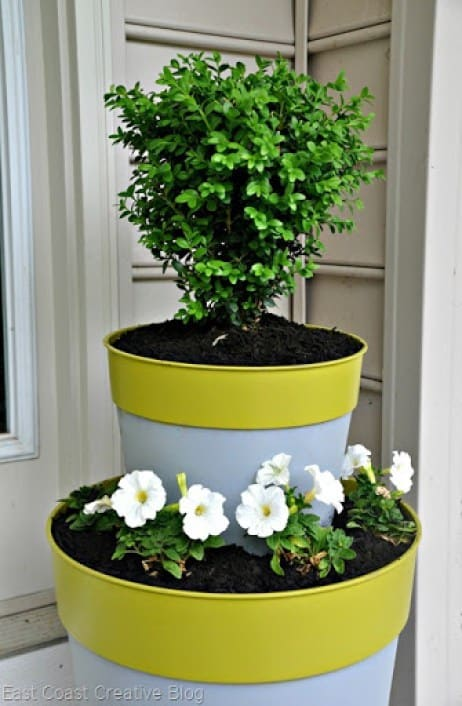 Simple backyard gardening, garden with kids, growing vegetables and raised garden beds in a small city backyard. 20 DIY outdoor planters. Outdoor planter, outside planters, outdoor plant containers, outdoor plant containers, outdoor garden pots, outdoor planter pots, outdoor plant pots, garden planters, outdoor pots and planters, decorative outdoor planters, stacked planter pots