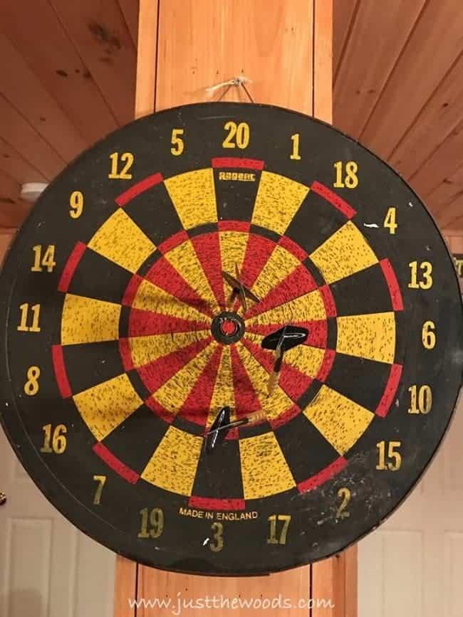 dart board, dart game, keep score, chalkboard scoreboard