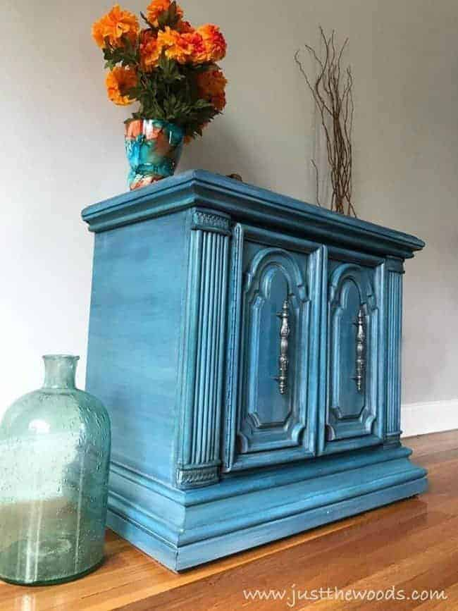 paint furniture in layers, how to layer paint, furniture painting technique