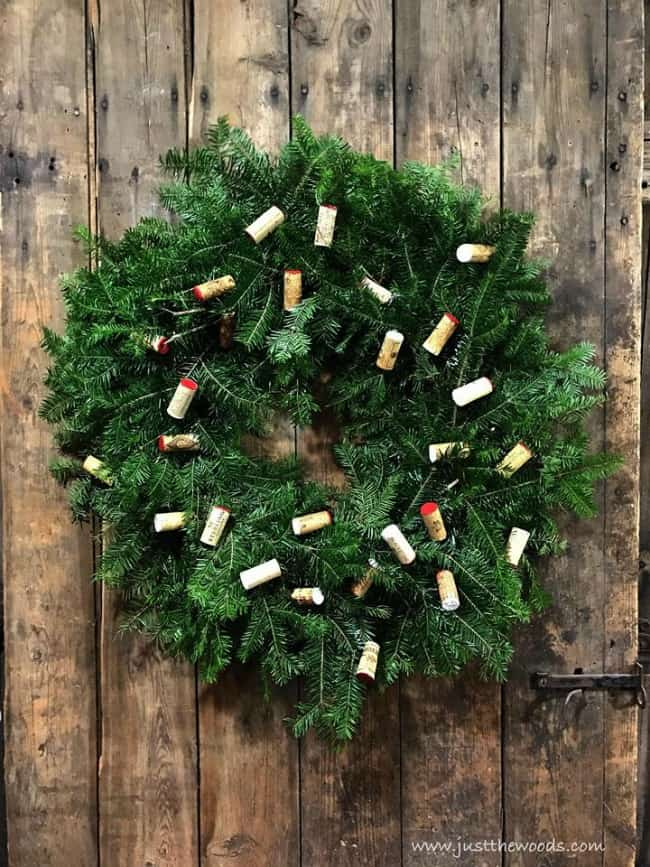 how to decorate a wreath with corks, wine cork wreath, decorate christmas wreath wine corks