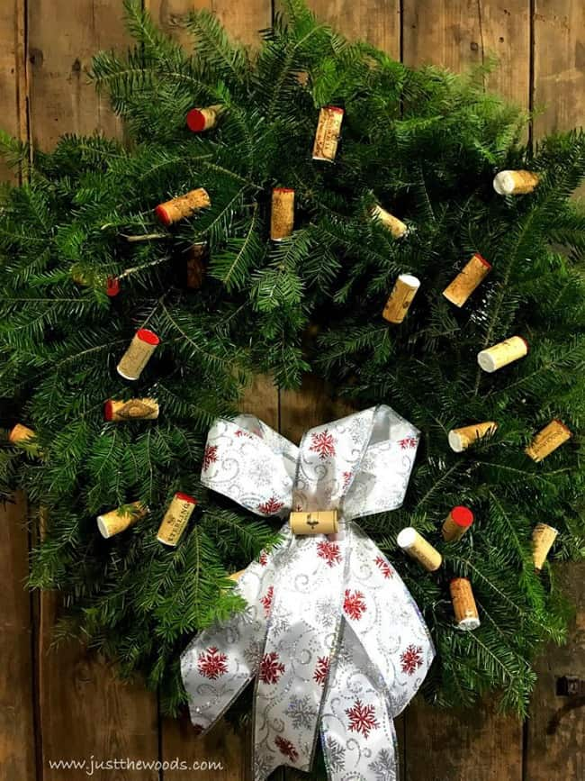 wine cork wreath, cork wreath ideas, diy cork wreath, christmas cork wreath