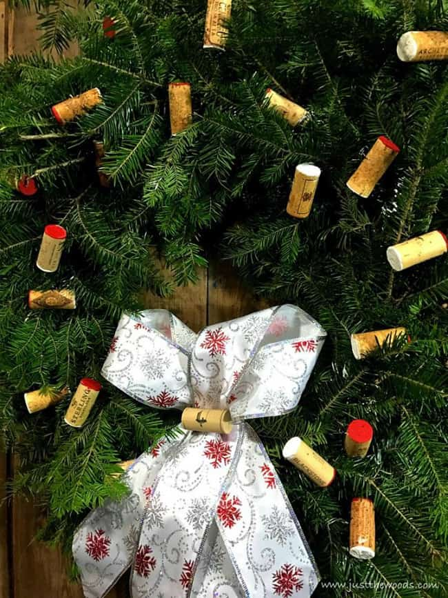 christmas wreath diy, wine cork diy ideas, wine cork wreath, cork wreath diy