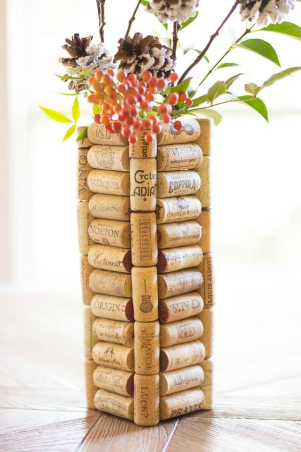 wine cork vase, diy vases, diy vase decor, flower vase ideas