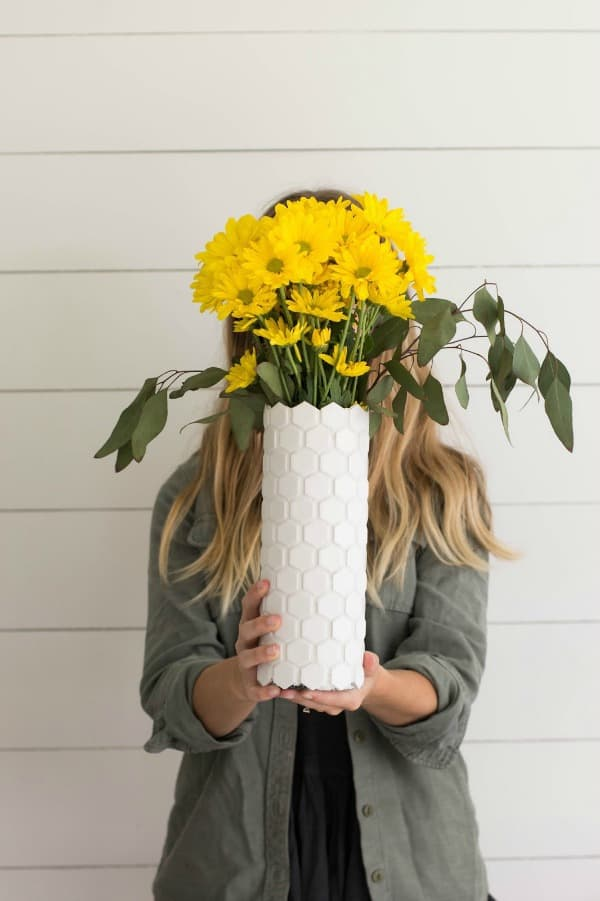 diy tall vase, diy vases, honeycomb vase, diy vase, diy vase decor