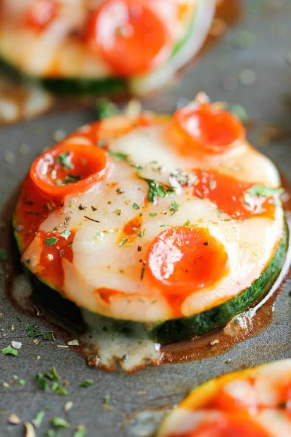 zucchini pizza, easy dinner recipies, 25 Healthy Quick and Easy Dinner Recipes to Make at Home. Find dinner ideas, easy dinner dishes, recipes for an easy dinner, easy dinner ideas, easy dinner meals, quick easy dinner recipes, easy to make dinner recipes, easy ideas for dinner, easy dinner ideas, delicious easy dinner recipes, easy meals for dinner, healthy dinner ideas, healthy dinner recipes, fast easy dinner, easy recipe for dinner, easy dinner receipes