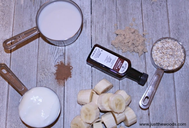 ingredients in banana smoothie, almond milk smoothie