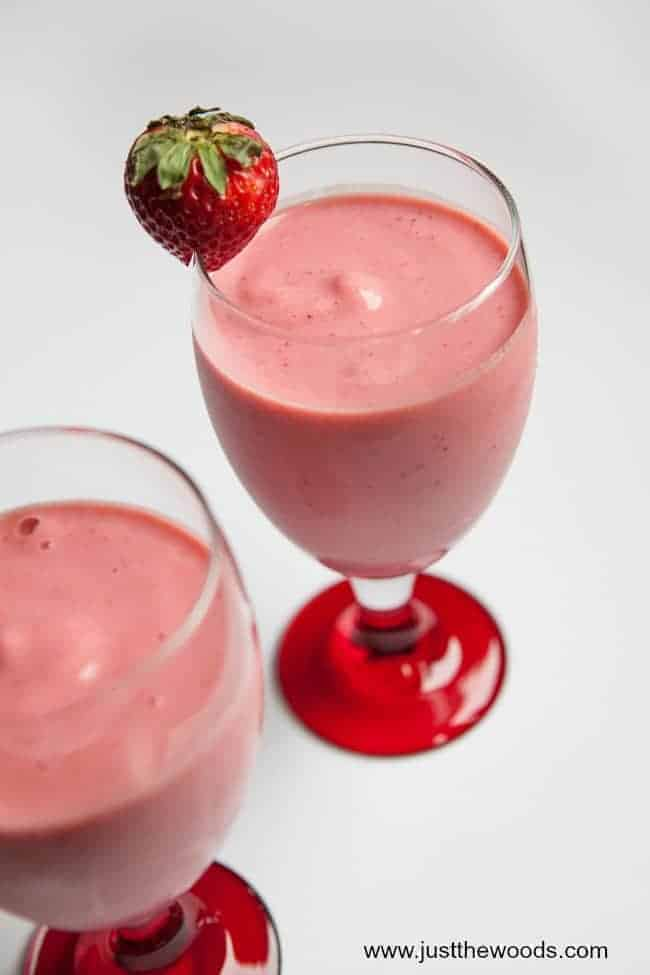 Strawberry Banana Protein Smoothie, protein breakfast shake, smoothie recipes with protein