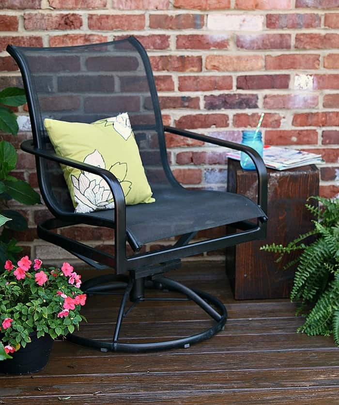 painting outdoor furniture for a beautiful quick update rh justthewoods com painting patio furniture white painting patio furniture metal