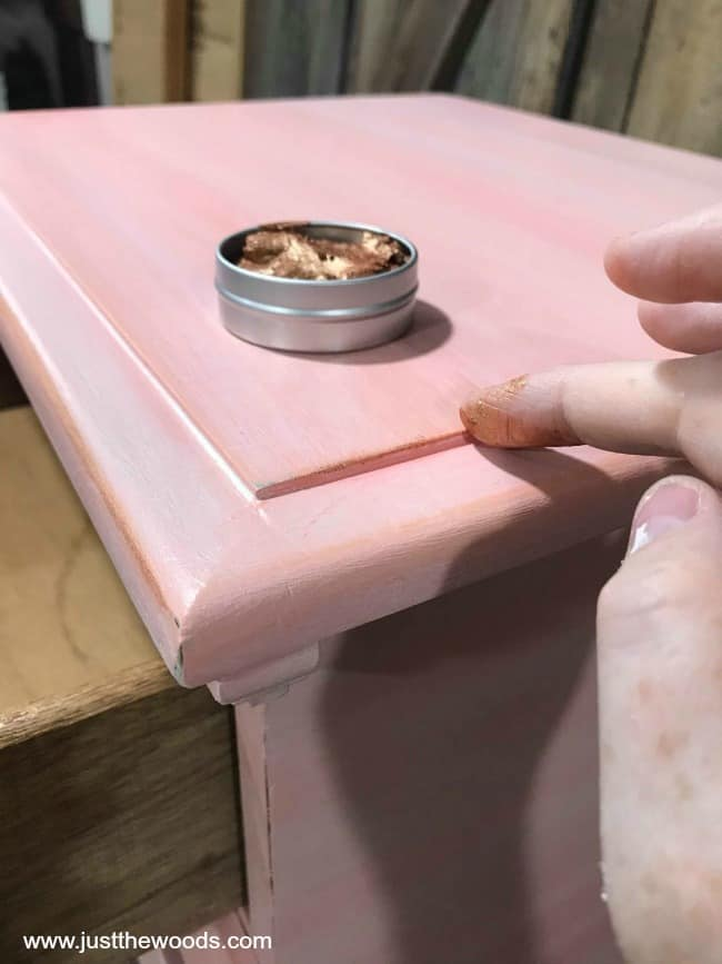 applying gilding wax with finger, how to apply gilding wax