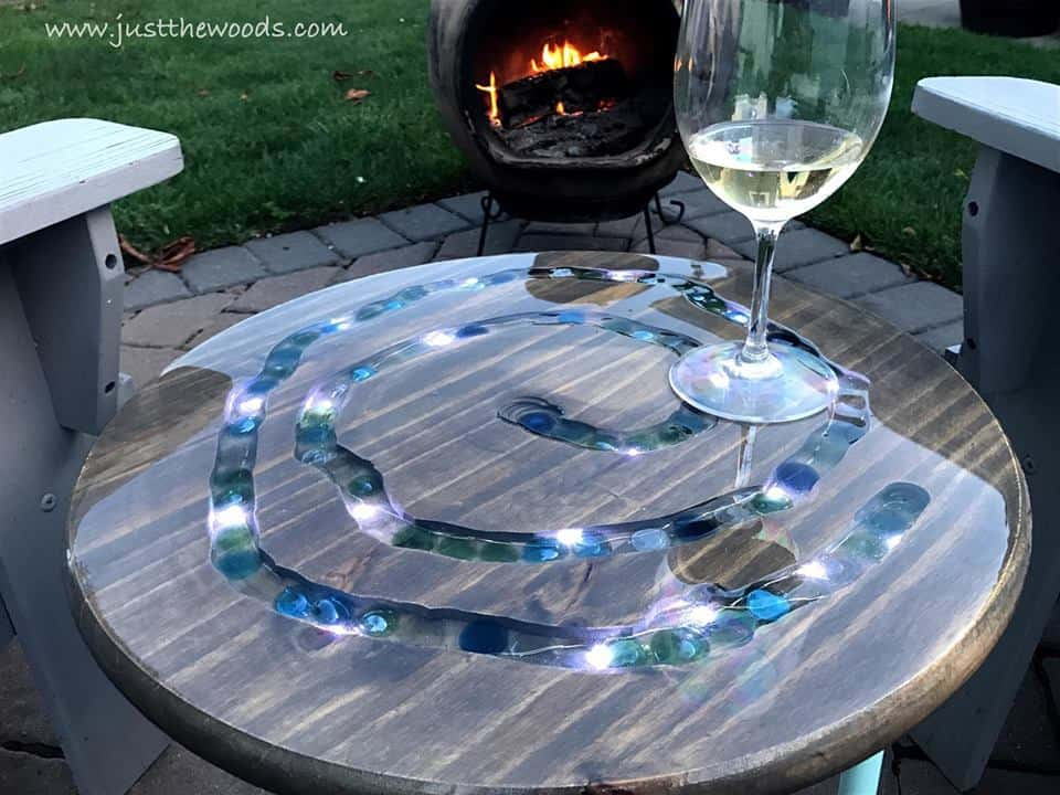 mosaic table, diy mosaic table, diy outdoor furniture, diy patio furniture, homemade outdoor furniture,