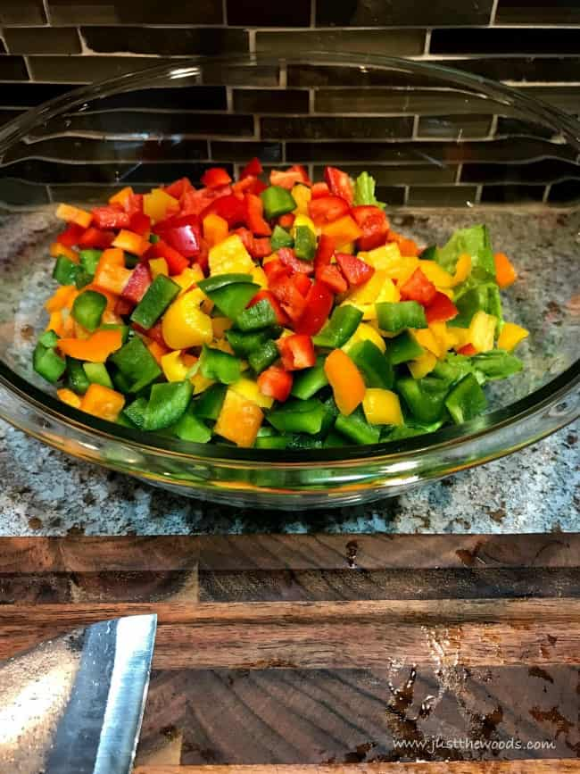 garden salad, chopped peppers