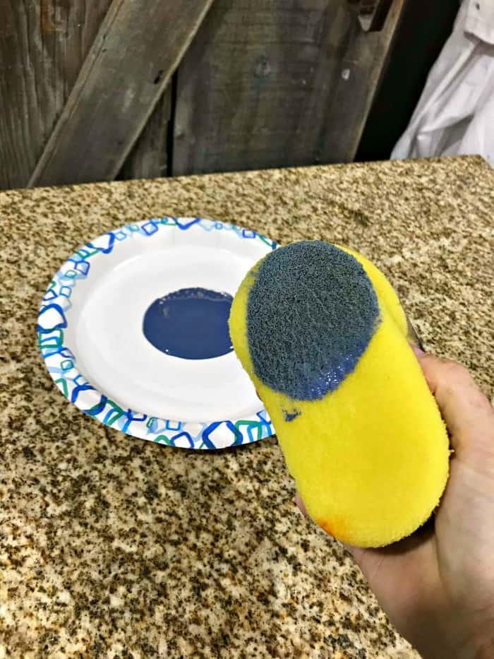 apply glaze with sponge, black glaze, distress painted wood, painted kitchen cart