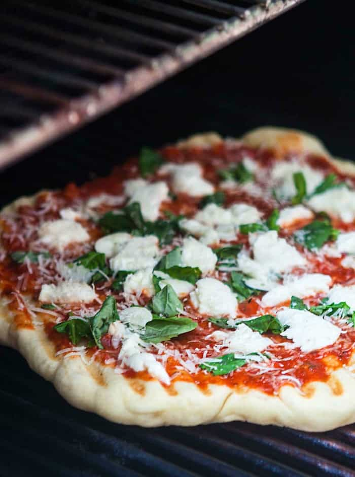 how to grill pizza, pizza on the grill, grilled pizza, summer grilling ideas
