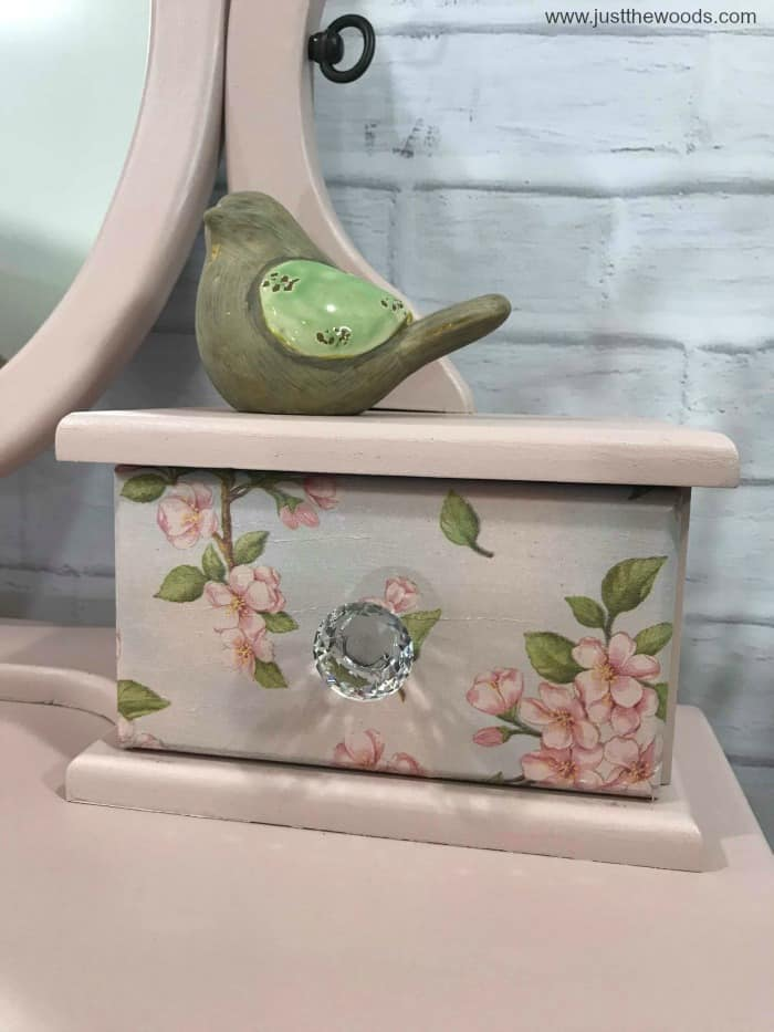 mod podge, decoupage, painted furniture with decoupage drawer, mod podge projects