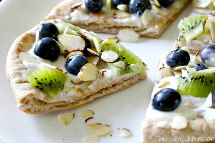 fruit pizza, healthy snakcs, easy to make snacks, easy healthy snacks, easy snack recipes