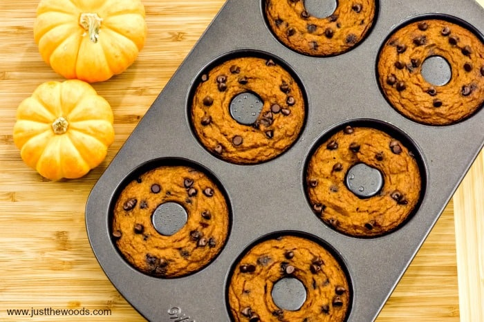 pumpkin chocolate chip muffins, Pumpkin Chocolate Chip Muffin recipe, pumpkin muffin recipe