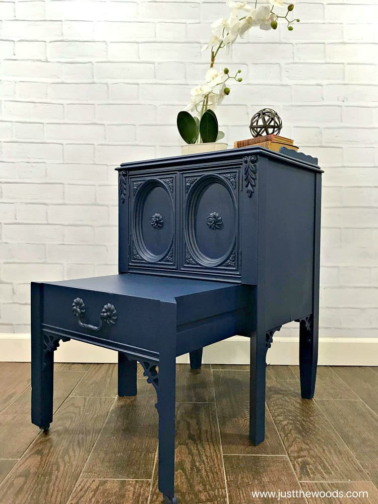 blue table, blue furniture, navy table, navy chalk paint, painted furniture paint sprayer