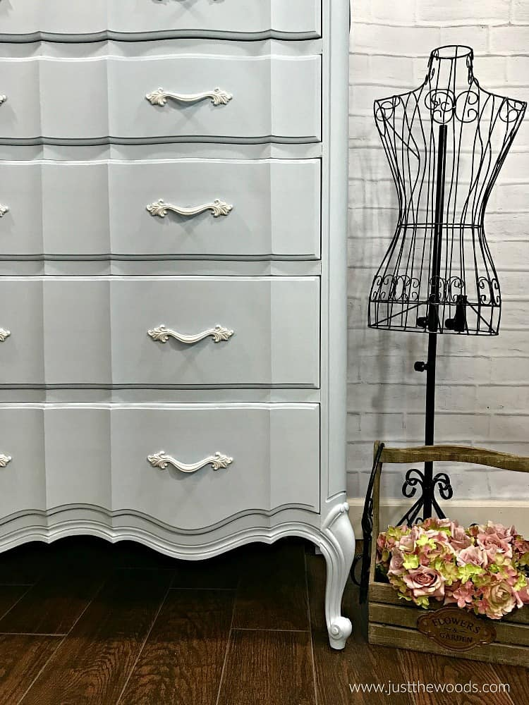 painted dresser with curves, blue painted dresser with white, blue and white painted dresser, painted dresser ideas