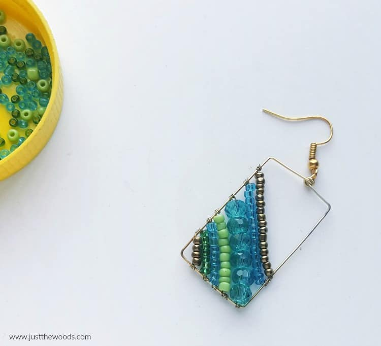 blue and gold beaded earrings, dangle earrings how to make