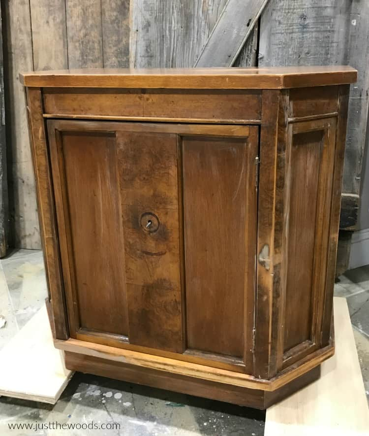 clear primer on wood cabinet, primer dries clear, brown wood cabinet