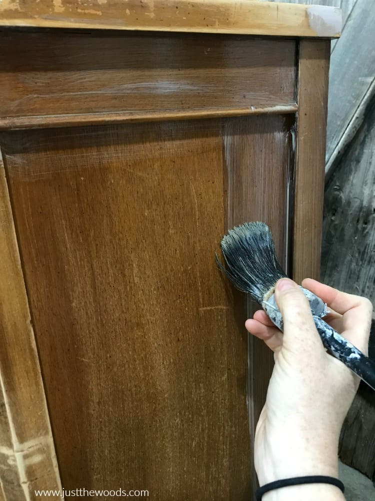 apply clear primer to wood furniture, cling on brush