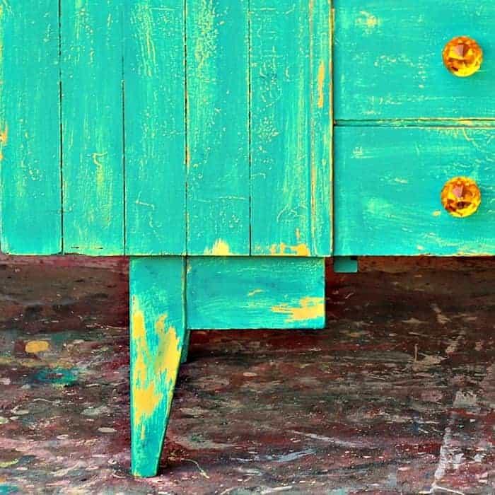 Selecting Furniture Knobs For Vaseline Distressed Furniture