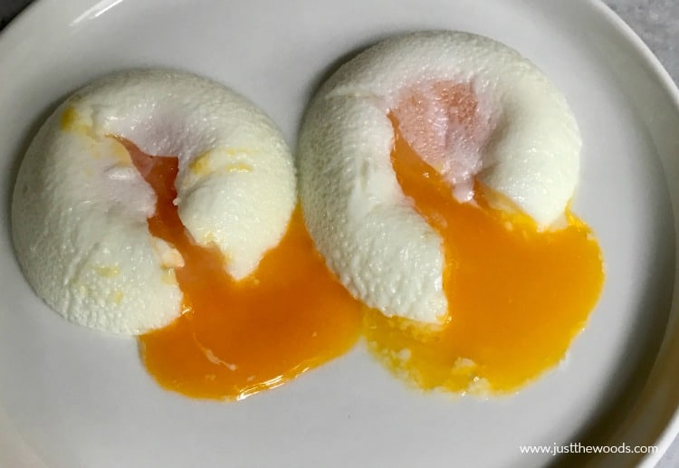 poached eggs with runny yolk