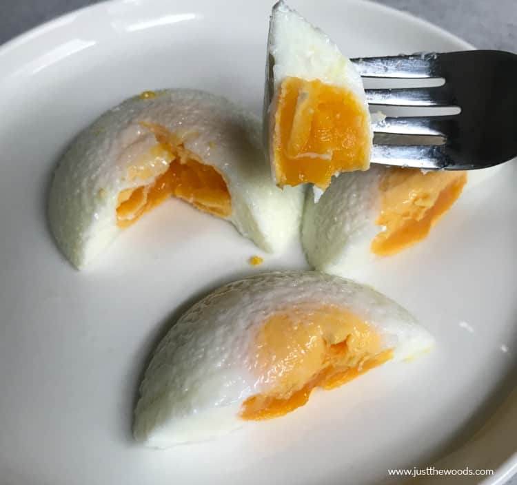 poached eggs with cooked yolk, how long to cook a poached egg
